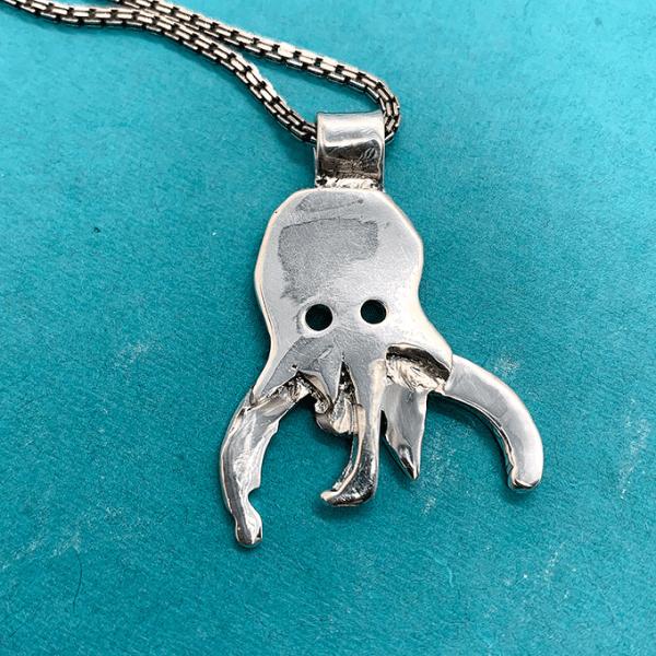 octopus pendant detail
