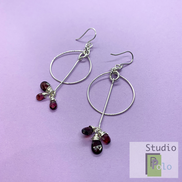 Circular Earrings with Garnet