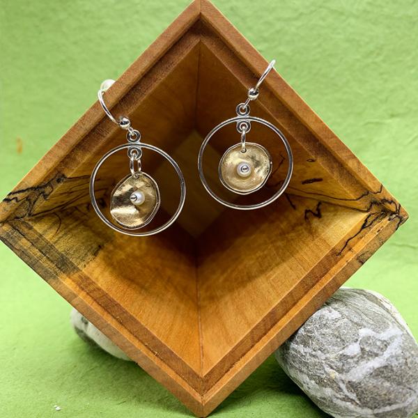 Circular earrings 2 tone with Pearl